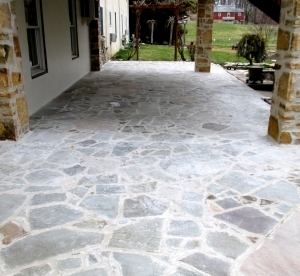 FlagstoneCoveredPatio1
